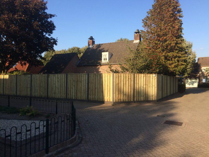 Plaatsing schutting om achtertuin